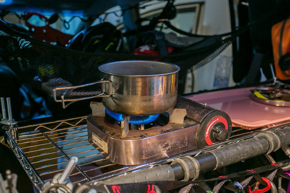 フリードの車内にカセットコンロを置いて調理