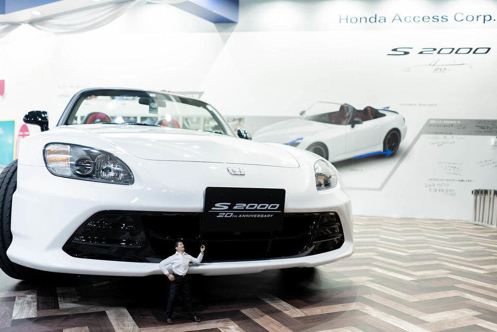 東京オートサロン2020のホンダアクセスModuloブースにて。S2000 20th Anniversary Prototypeを紹介するヨシダさん