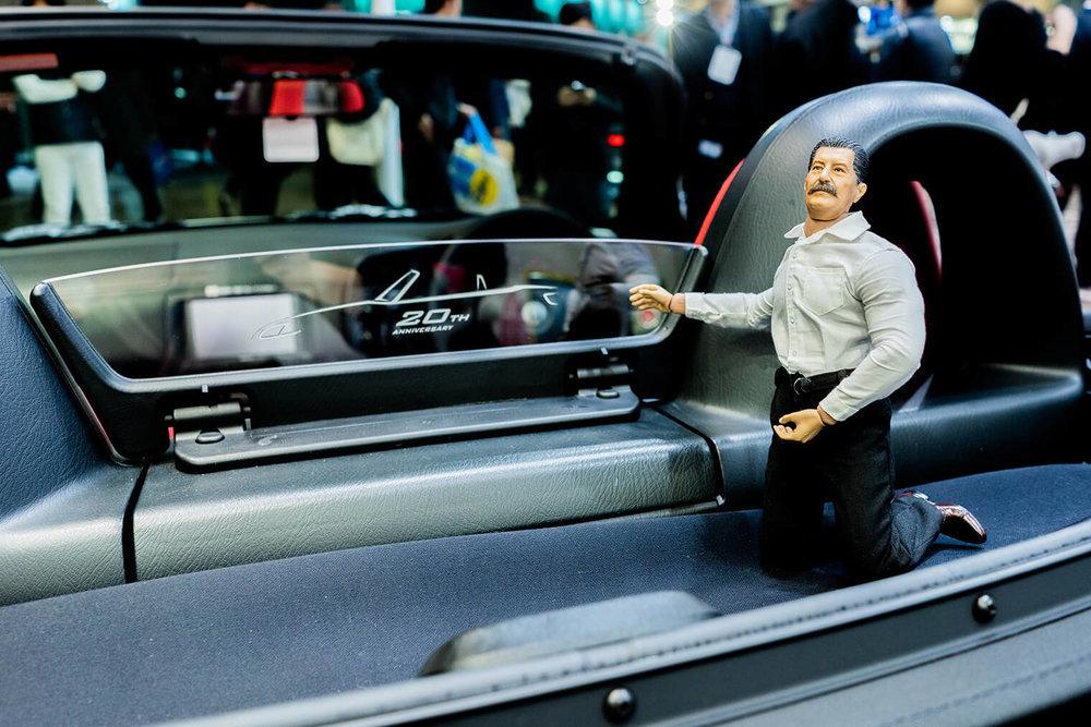 S2000 20th Anniversary Prototypeの車内にいるヨシダさん