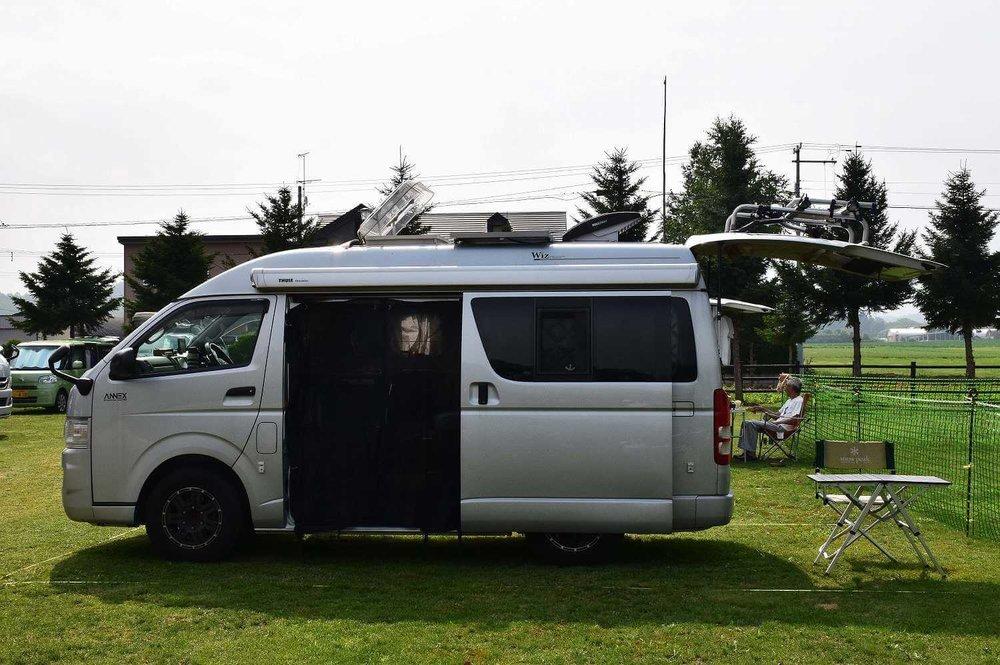 車中泊のプロがおすすめ便利グッズ、車中泊の必需品、装備と道具を紹介。カー網戸