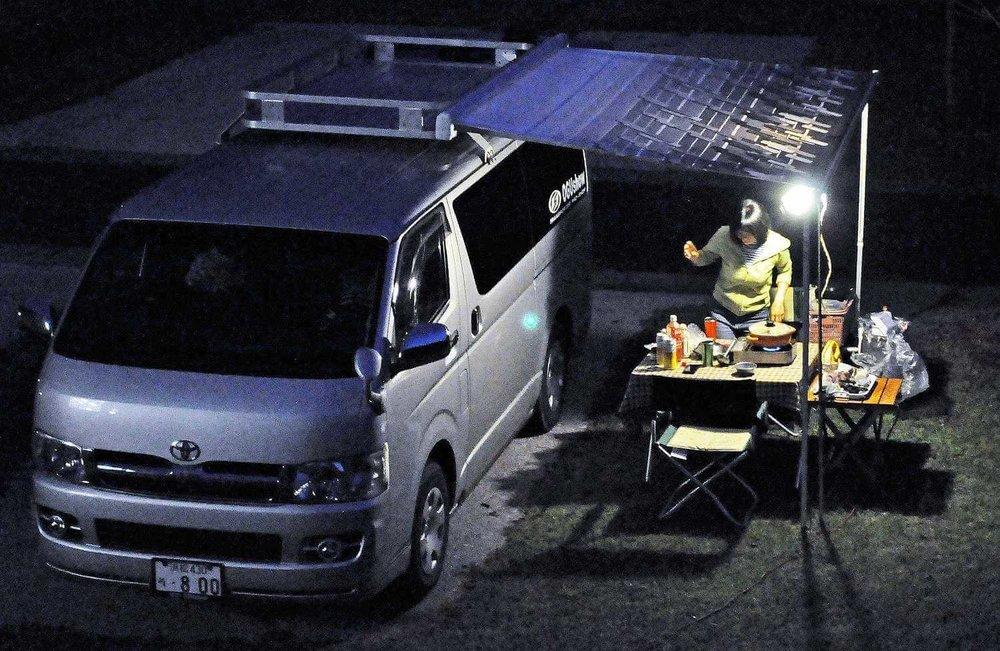 車中泊グッズ、おすすめ便利アイテム、車中泊の必需品、必要な装備と道具。ルーフキャリア