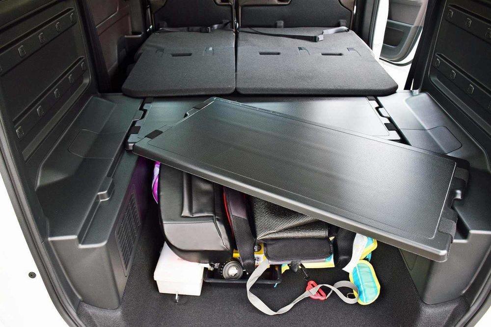 車中泊のプロがおすすめ便利グッズ、車中泊の必需品、装備と道具を紹介。収納力が高いフリードプラスの車内