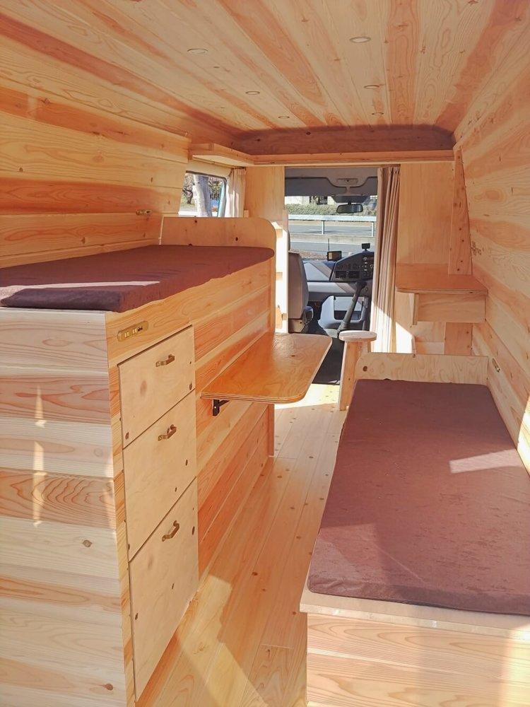 車内に設置したベッド