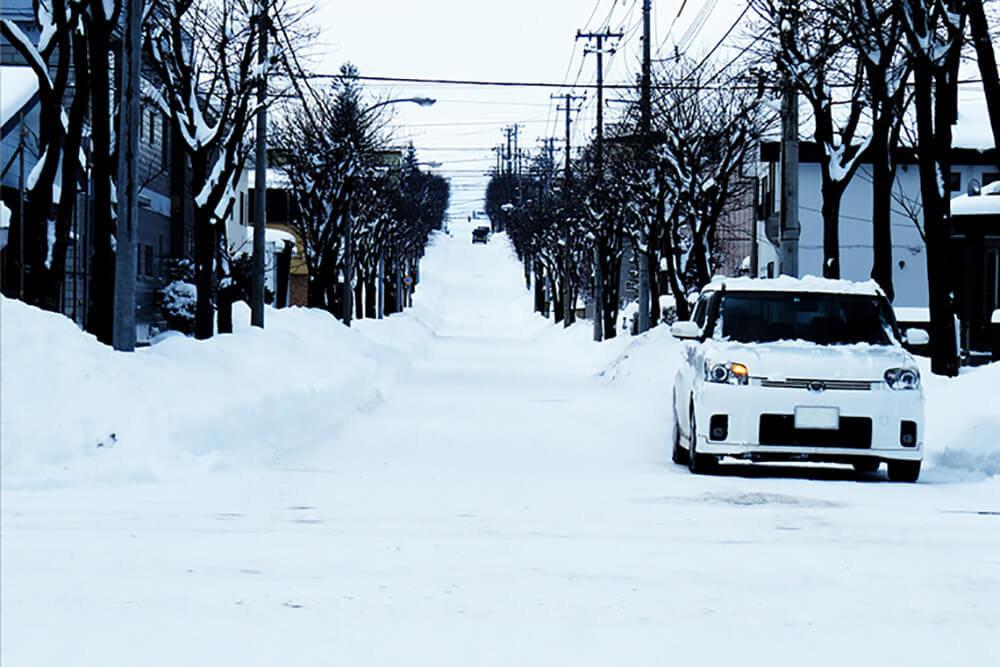 雪とクルマのイメージ