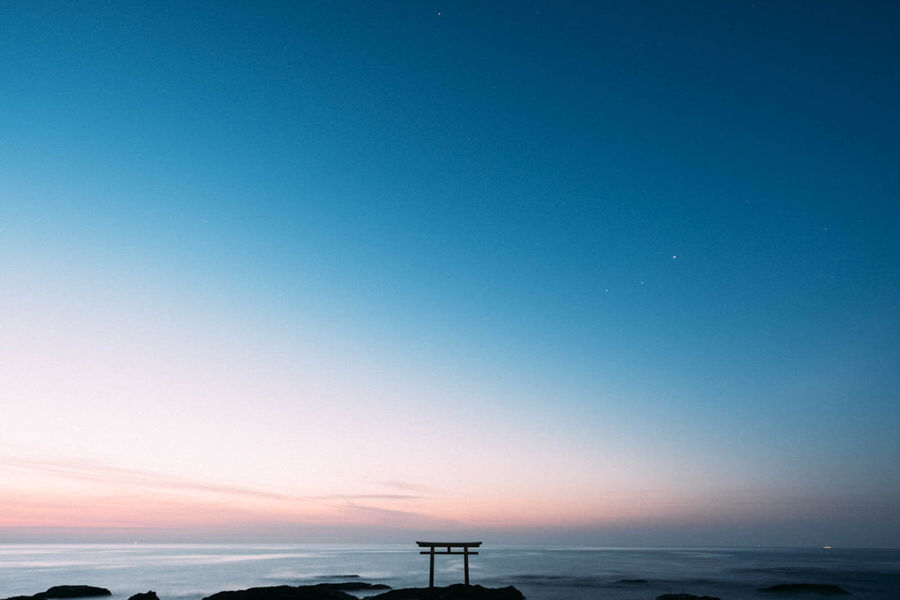 茨城県にある星空スポット「神磯の鳥居」の朝焼け