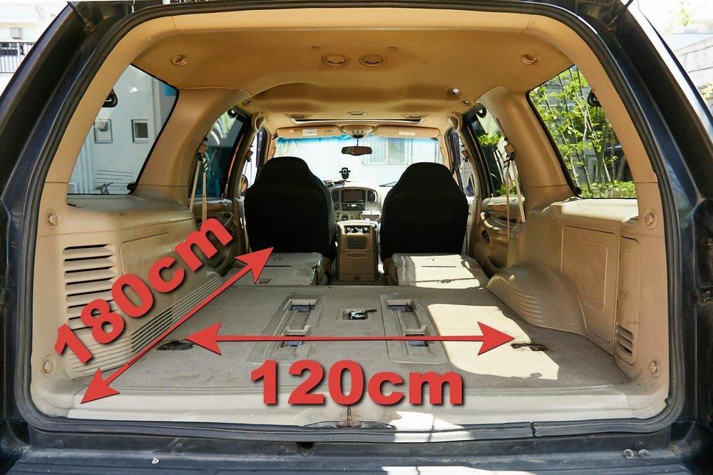 車中泊DIYカスタムでテーブルとベッドを作る。リンカーン・ナビゲーターの車室