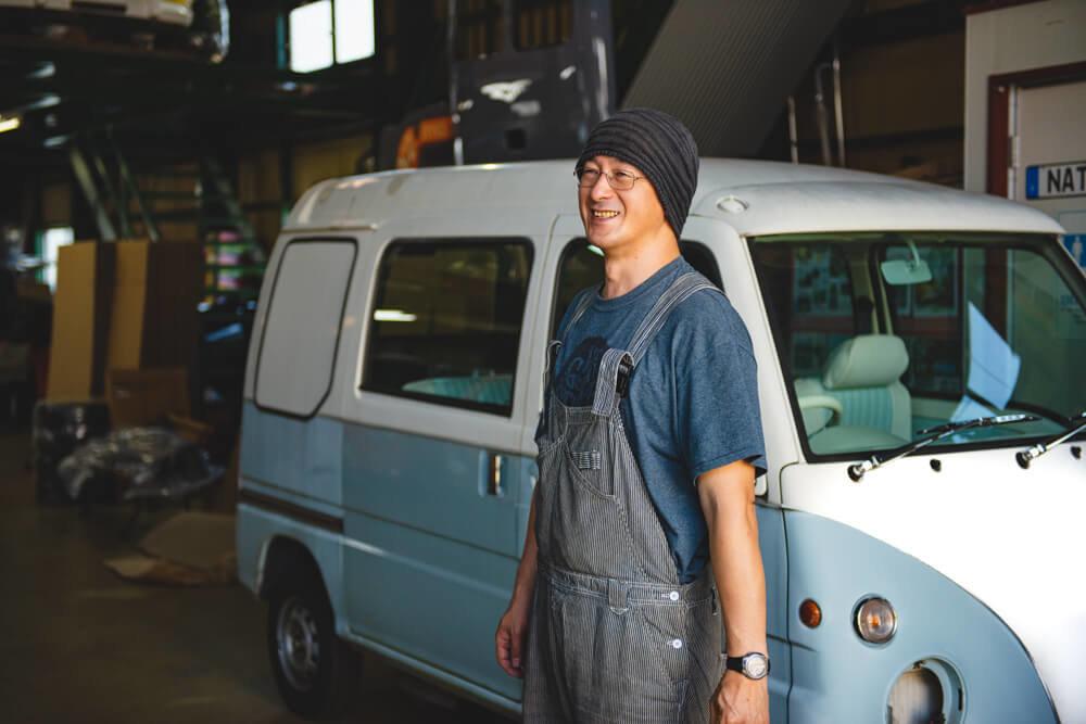 レトロなカスタムカーとモデストカーズ代表・田中伸幸さんのイメージ写真