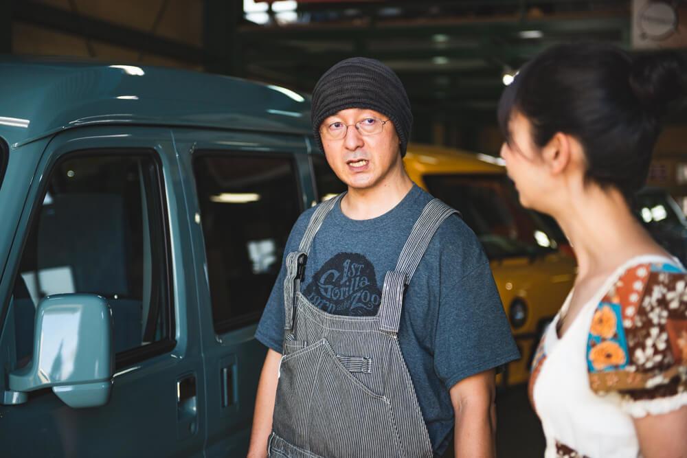 モデストカーズ代表・田中伸幸さんに質問をする森風美さん