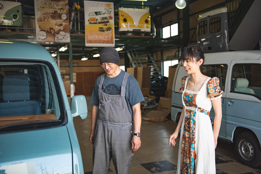 モデストカーズ代表・田中伸幸さんと森風美さん