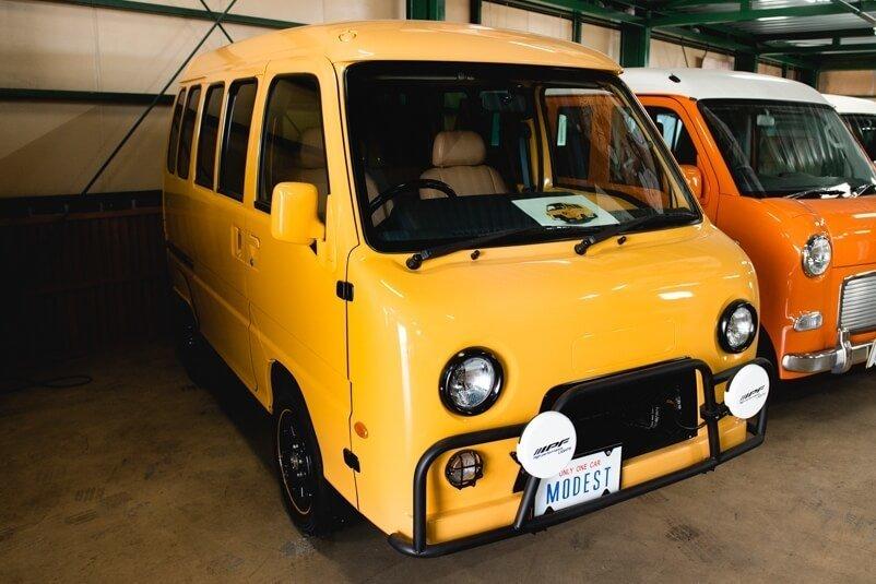 スバルのTWディアスワゴンとTVサンバーをベースにしたレトロなカスタムカー・パズ