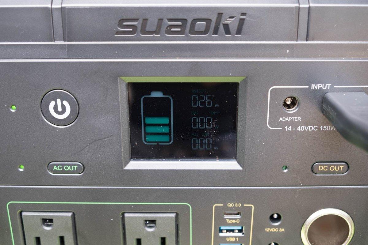 suaokiのポータブル電源 G500のパネルが26Wを示している