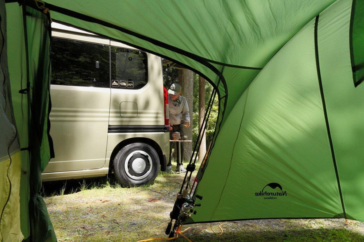 テント越しに見えるN-VANとウィンピージジイさん