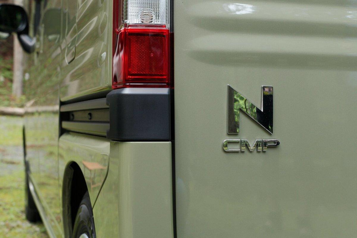 リアゲートの「N-VAN」のロゴマークをアレンジして「N-CMP(キャンプ)」に