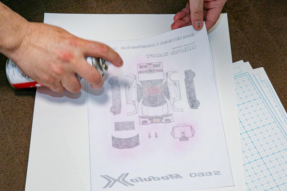 SHINGAさん作のペーパークラフト S660 Modulo Xの作り方を説明。プリントした紙をスプレーのりで厚紙に貼る