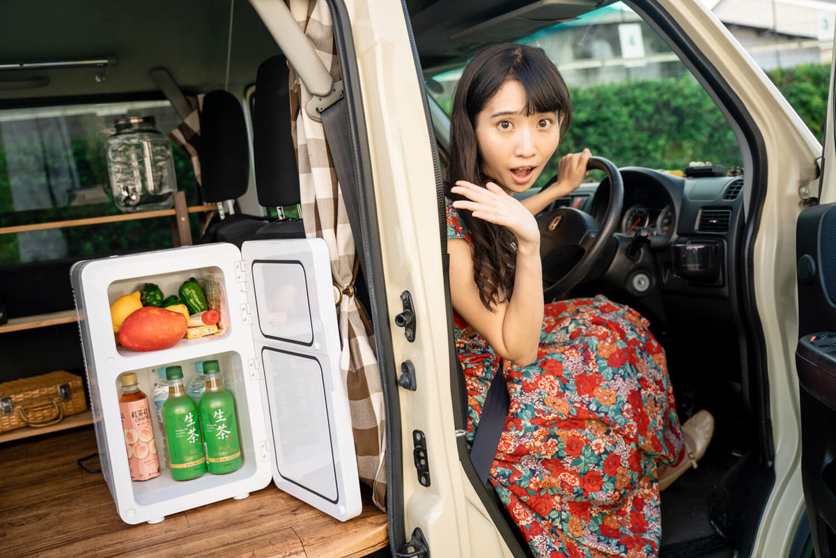 11_運転中に、ポータブル冷蔵庫(車載冷蔵庫)のドアが開いてビックリしている森風美さん
