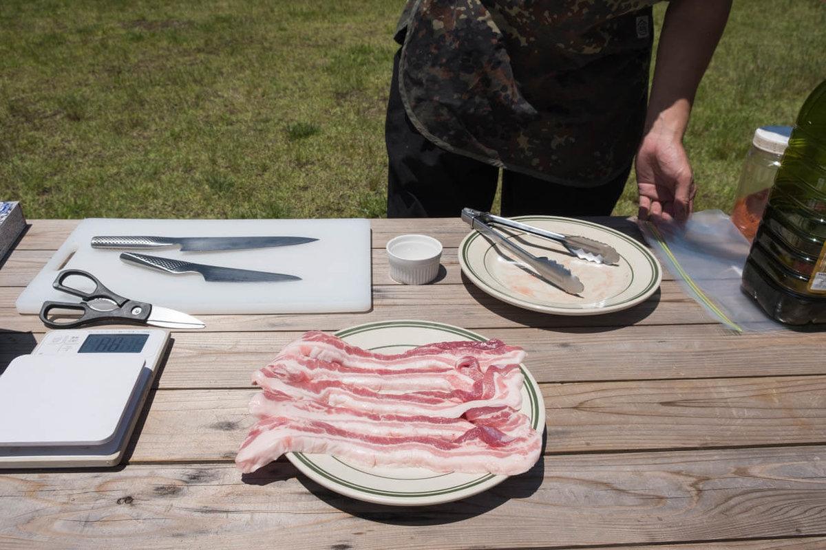 30_車中泊キャンプでバーベキュー。豚肉の生姜焼きをつくるところ