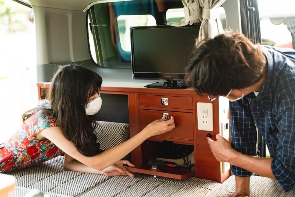 日産「NV200バネット」をベースにしたキャネルの車内