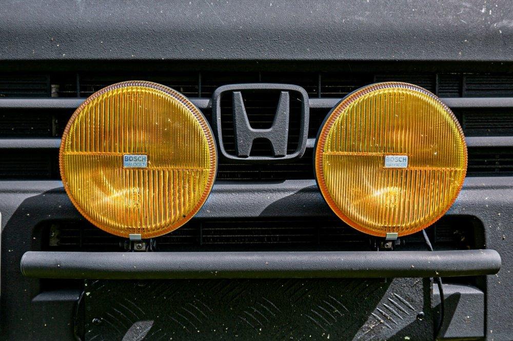 09_Honda・アクティバンのフロントに後付けした「BOSCH(ボッシュ)」の黄色いフォグランプ