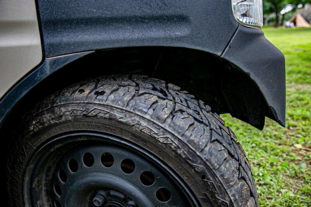 12_Honda・アクティバンフロントバンパーの右側タイヤ付近