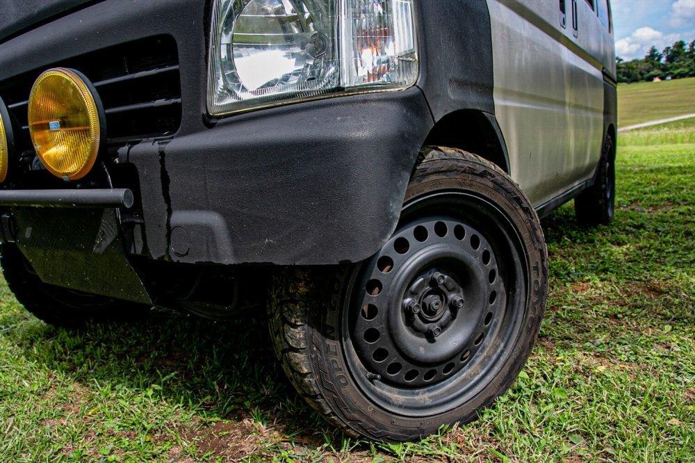 13_Honda・アクティバンフロントバンパーの左側正面。バンパーをカットしているのがわかりやすい画像