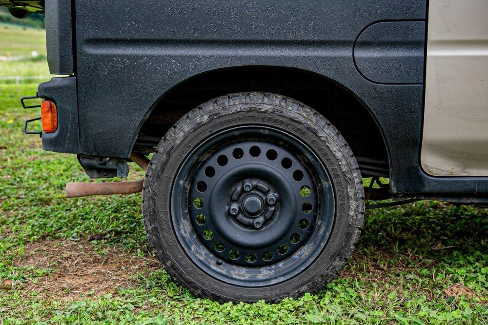 14_Honda・アクティバンリアバンパーのタイヤ付近の画像