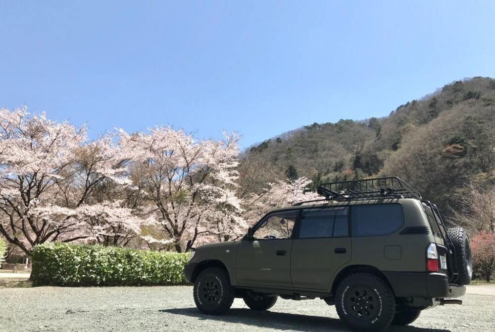 44_鈴木陽士さんがカスタムしたトヨタ・ランドクルーザー。「YAKIMA(ヤキマ)」の「メガウォーリアー ルーフラック」の使用イメージ