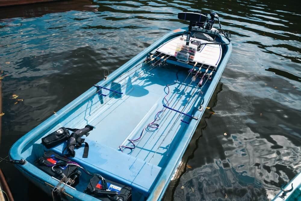 トランポ仕様にカスタムしたN-VANオーナー・堀さんがセットしたバス釣り用のボート