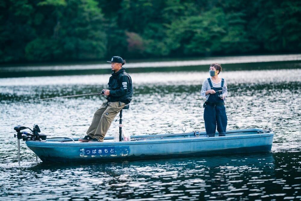 亀山湖でボート釣りをする、トランポ仕様にカスタムしたN-VANオーナー・堀さん夫婦