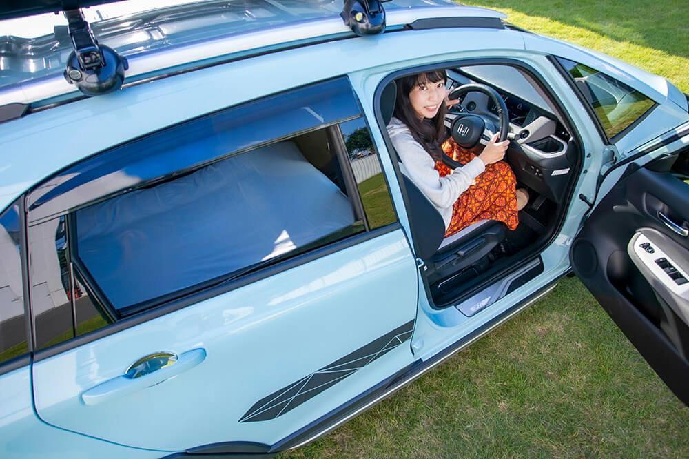 14_Hondaフィット クロスターを運転する森風美さん