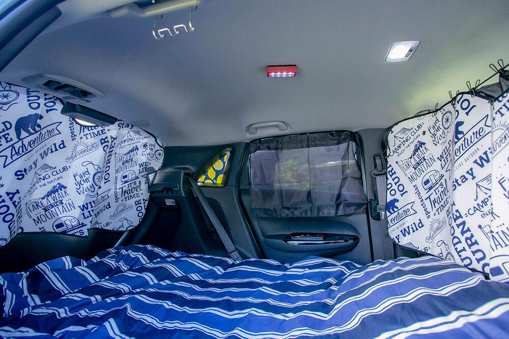 27_ホンダフィットで快適に車中泊するために目隠しシェードをつけたところ