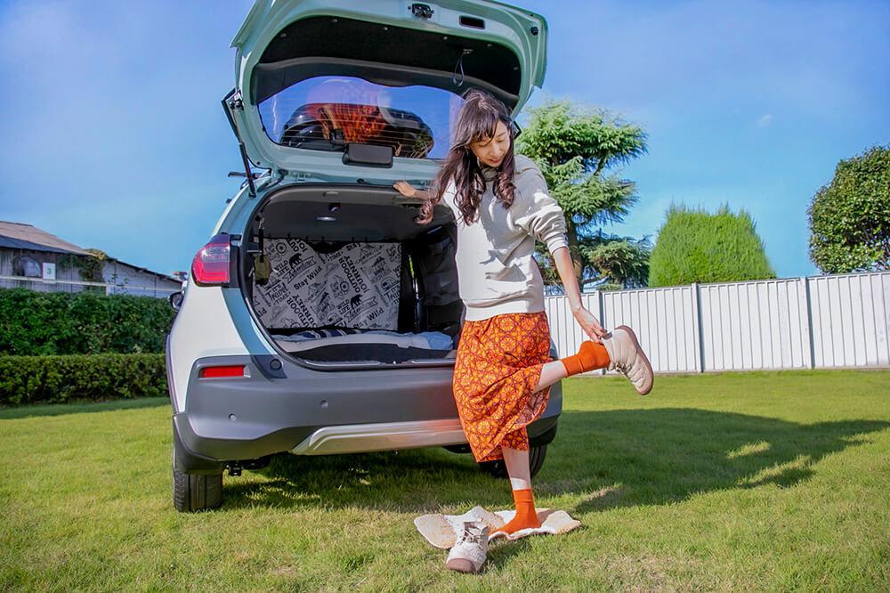 37_車中泊のときは車外に小さめのラグを敷いて靴の脱ぎ履きをするのが森風美さんのおすすめ