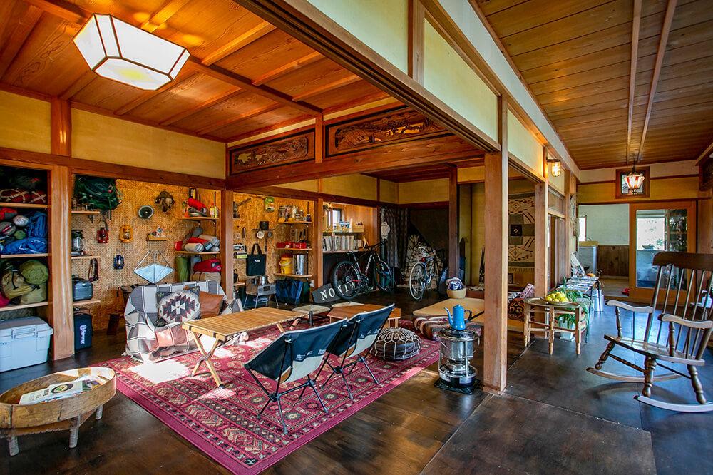キャンプ民泊「NONIWA(ノニワ)」のリビングルーム