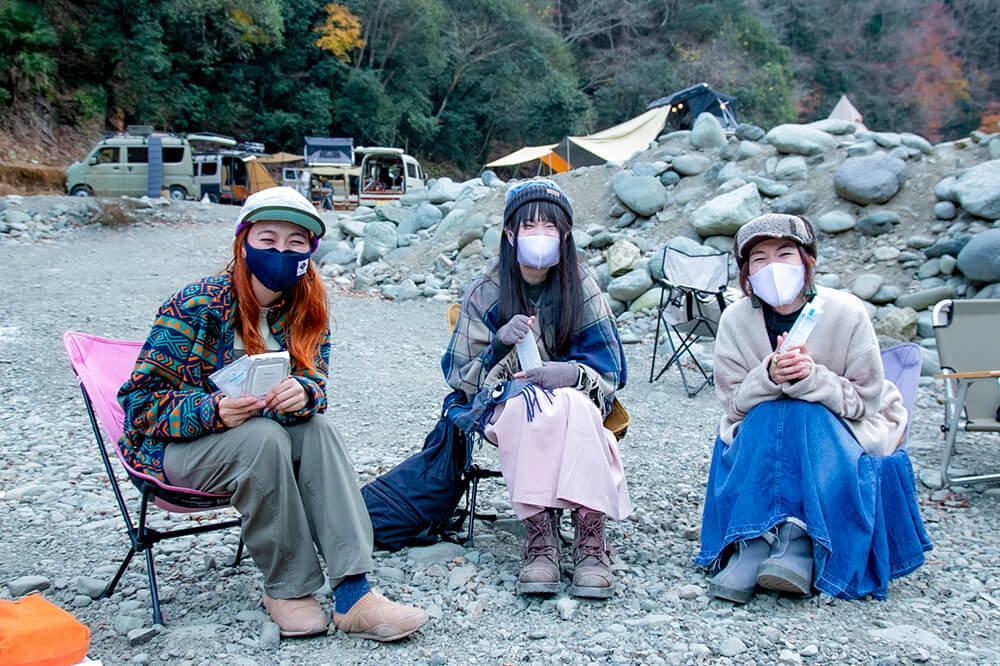 女子キャンパートーク中の三沢真実さん、YURIEさん、茅ヶ崎みなみさん