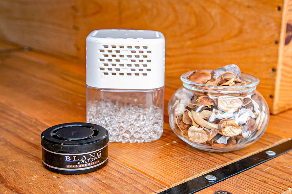 クルマ用の消臭剤、家庭用の消臭剤、アロマポプリ