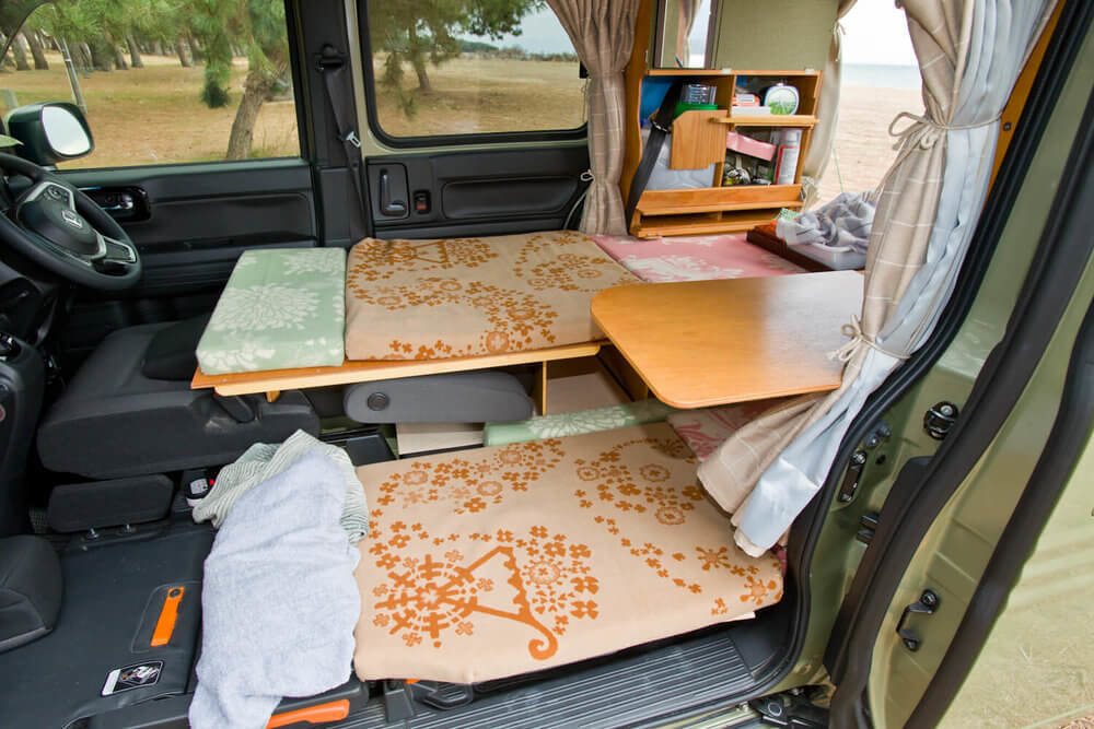 N-VANの車内をカスタムして高低差のある2段ベッドを作成