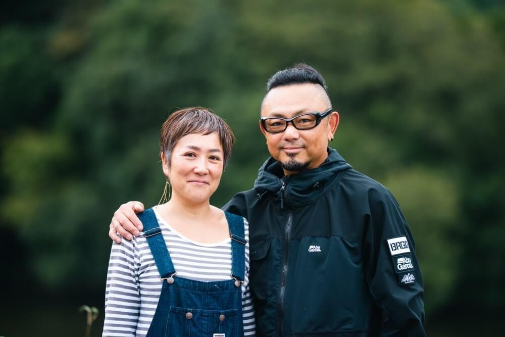 トランポ仕様にカスタムしたN-VANを所有する堀琢磨さんと奥様のプロフィール写真