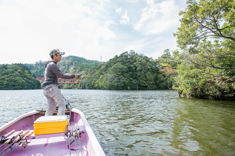 亀山湖で釣りを楽しむ加美さん