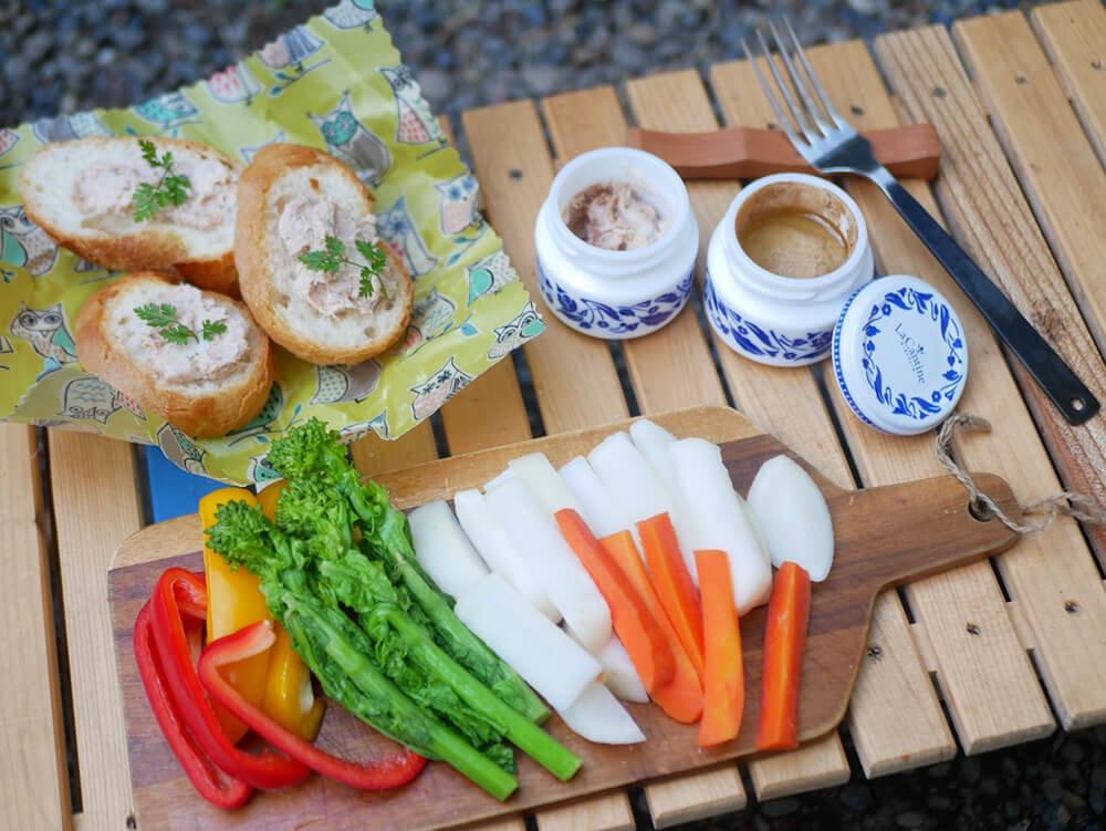 森風美さんの女子ソロキャンプ料理。蒸し野菜のバーニャカウダとリエット