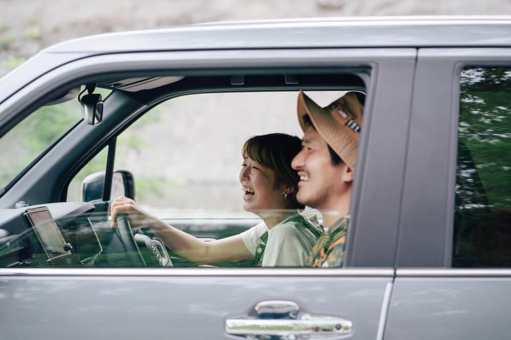 Honda N-WGNに載る市之瀬さんと佐藤さん