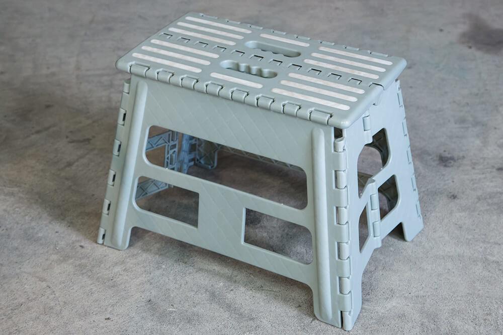 洗車にも使える折りたたみ式の脚立
