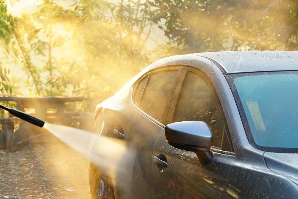 早朝の洗車イメージ
