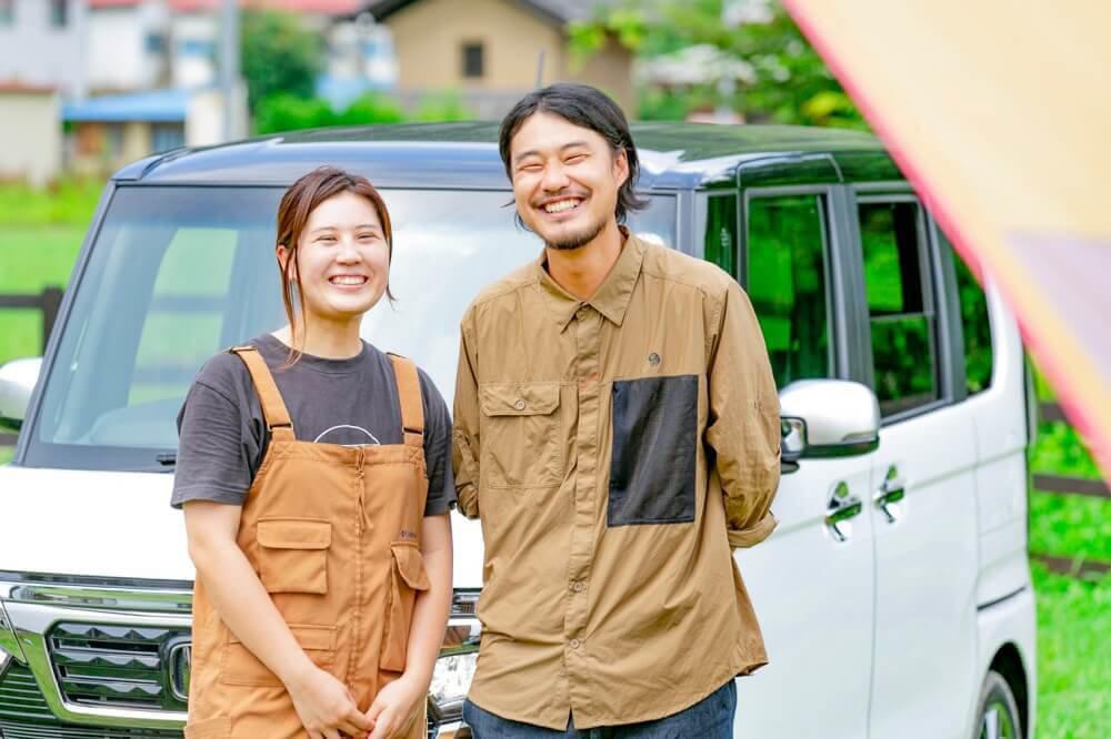 Hondaの軽自動車N-BOXをレビューするアウトドアのプロ・野あそび夫婦のエリーさん、アオさん