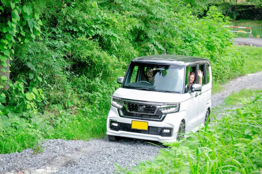 Hondaの軽自動車N-BOXに乗ってキャンプ場を目指す野あそび夫婦