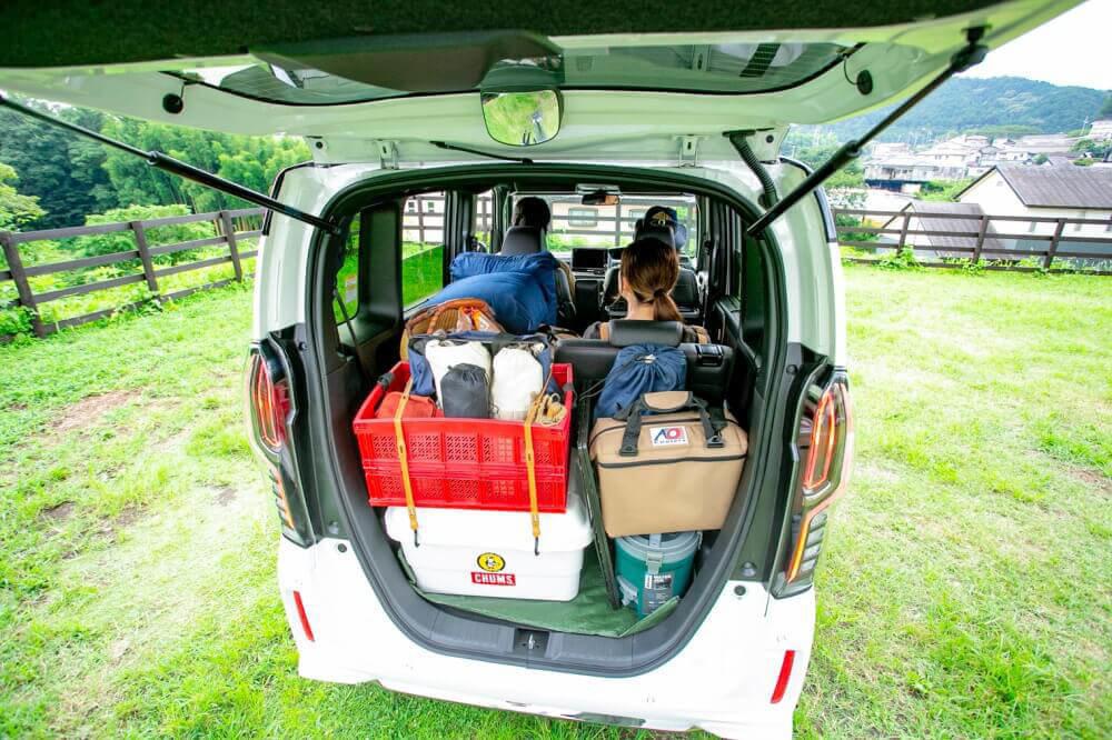 Hondaの軽自動車N-BOXに3人キャンプ想定のキャンプギアを一式積み込んだ様子