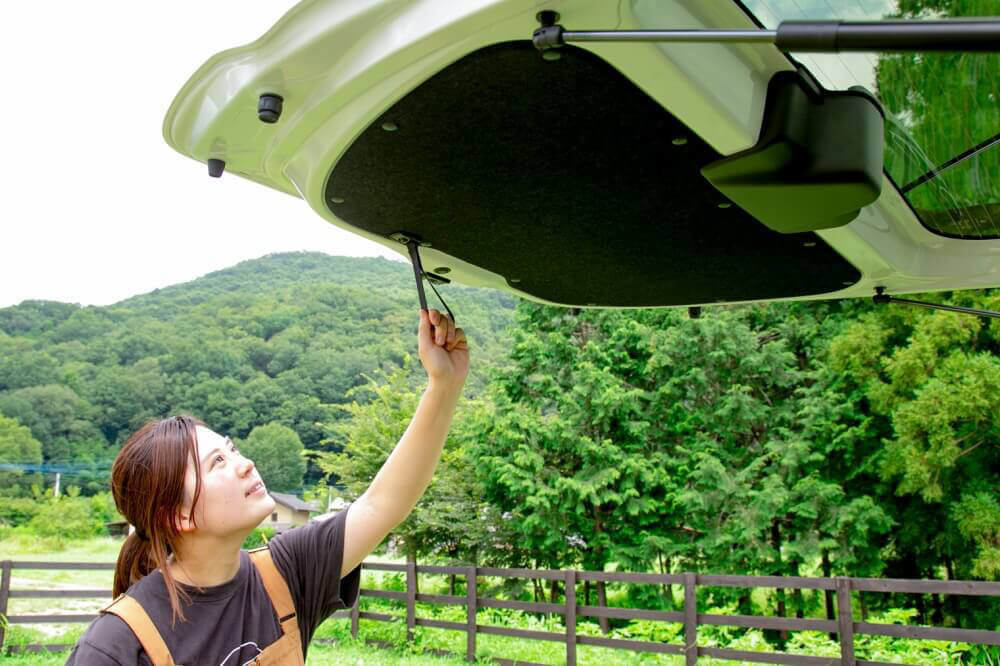 Hondaの軽自動車N-BOXの純正アクセサリー「テールゲートストラップ」