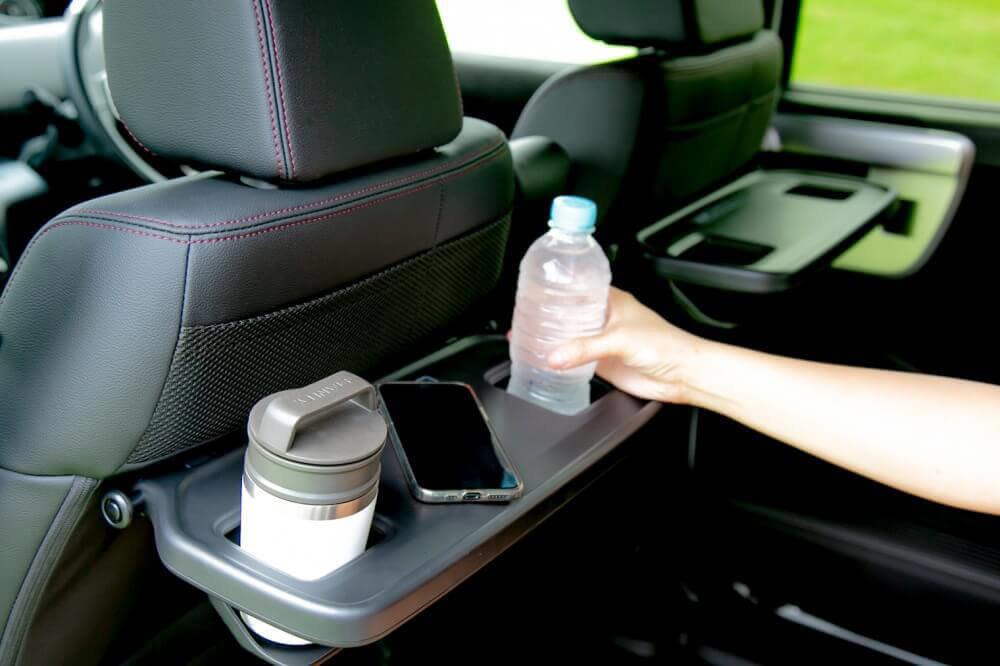 Hondaの軽自動車N-BOXの純正アクセサリー「シートバックテーブル」