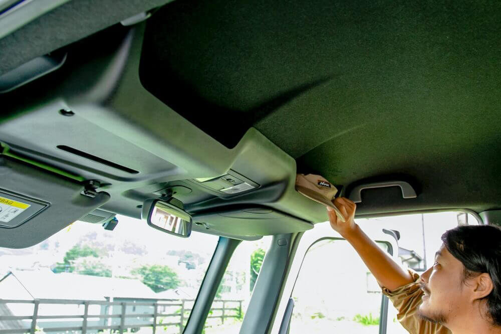 Hondaの軽自動車N-BOXの純正アクセサリー「ルーフコンソール」