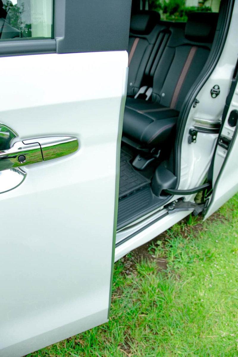 Hondaの軽自動車N-BOXの純正アクセサリー「ドアエッジモール」