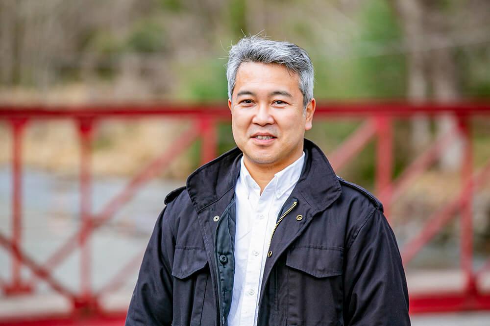 キャンピングカーや車中泊についての情報を発信するアウトドア好きの編集者・ライターの渡辺圭史さん