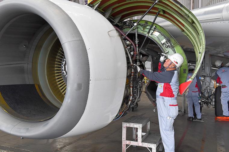 ちょうどエンジンの整備が行われていました。樋田さんはエンジン整備の達人でもあります
